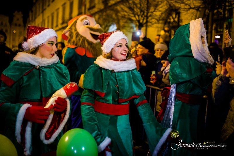 Świąteczne parady to tradycja Jarmarku Bożonarodzeniowego we Wrocławiu