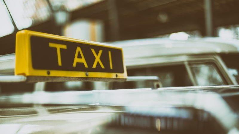 Taxi we Wrocławiu – tanie przejazdy z możliwością płacenia kartą, do zamówienia na telefon i aplikację mobilną