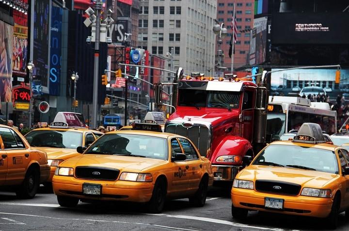 Ruch uliczny i taksówki