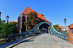 Spacer po Ostrowie Tumskim to atrakcja Wrocławia na weekend