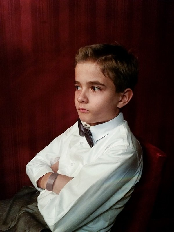 Chłopiec na widowni podczas przedstawienia